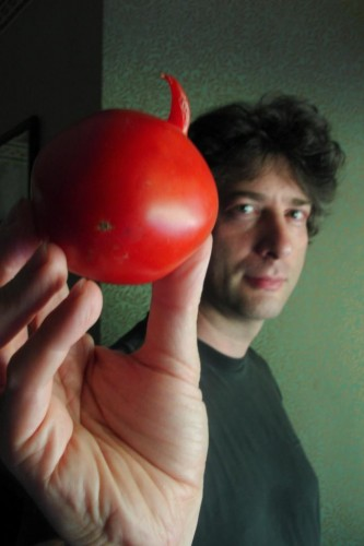 neil gaiman with tomato